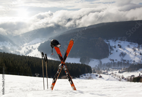 para-nart-biegowych-w-sniegu-wysokie-gory
