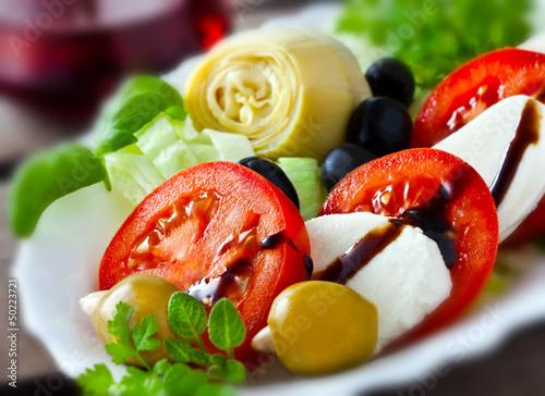 Fotografie, Obraz  Mozzarella, Tomaten und Artischocken