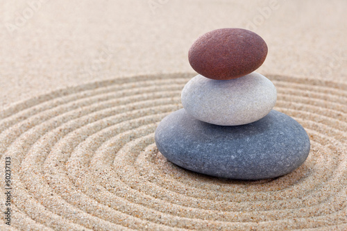 Tuinposter Stenen in het Zand Three pebble stack zen garden
