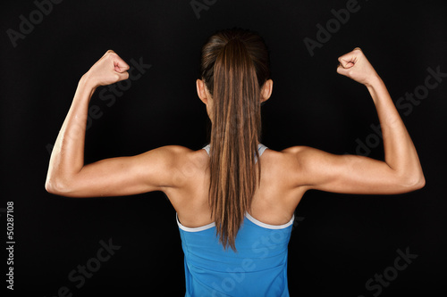 Carta da parati Strong fitness woman showing back biceps muscles