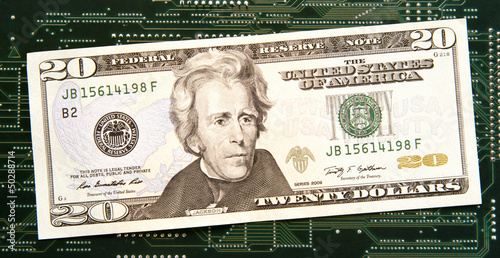 Photographie  Twenty dollar bill in front of circuit board