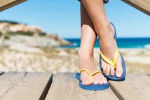 Frau In Flip-flops Am Strand