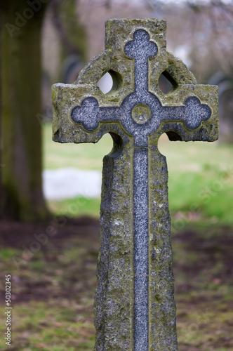 Keuken foto achterwand Begraafplaats Tombstone - Victorian stone cross in a old cemetery