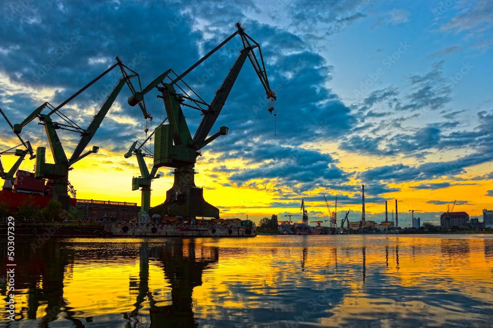 Fototapety, obrazy: Monumentalne żurawie o zachodzie słońca w Stoczni Gdańskiej