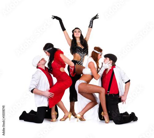 Photo  cabaret dancer team dressed in vintage costumes