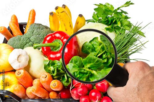 Fotografie, Obraz Lebensmittelkontrolle bei Obst und Gemüse