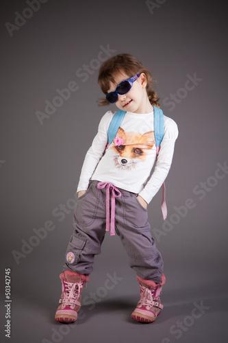 Fotografia, Obraz  little girl with a backpack