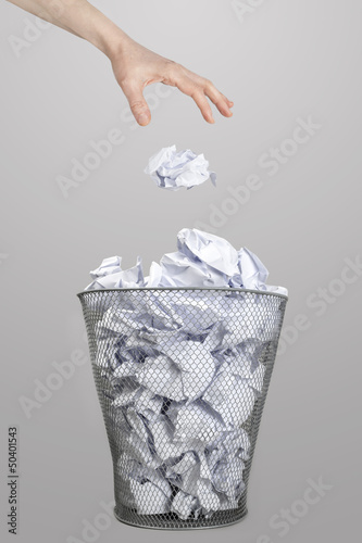 Fototapety, obrazy: The hand of woman throwing crumpled paper into trash bin