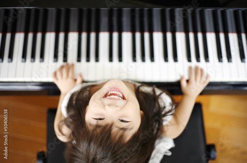 Fotomural  ピアノを弾く女の子