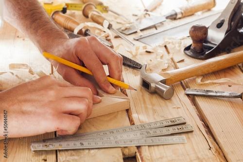Fotografia carpenter working,hammer and meter  on construction background