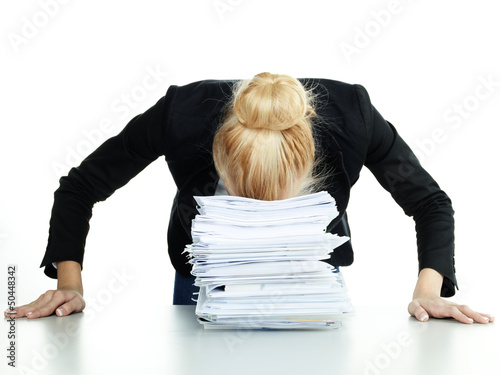 Photo Overworked business woman at work has a headache