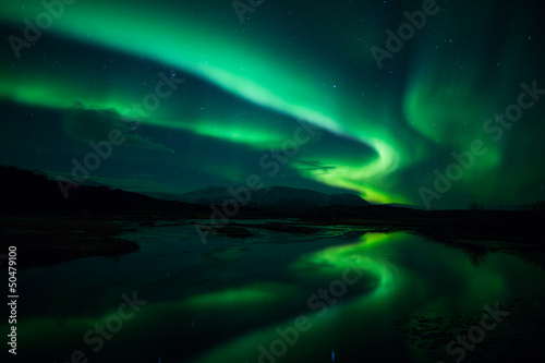 Fotobehang Noorderlicht Northern lights above lagoon in Iceland