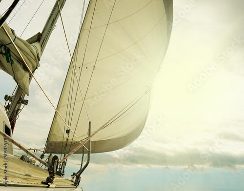jacht-na-otwartym-morzu