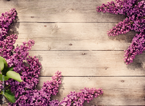 Foto op Aluminium Lilac The beautiful lilac on a wooden background