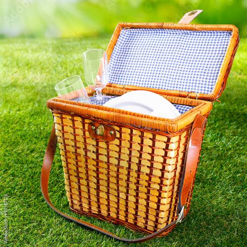 Aluminium Prints Picnic Fitted wicker picnic basket or hamper
