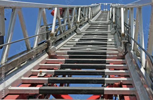 Fotografia  ladder of firefighters during an emergency to save the citizens