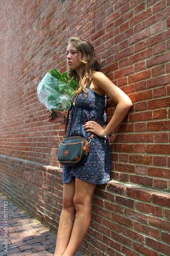 Fotomural  jeune fille et bouquet de basilic ,Philadelphie