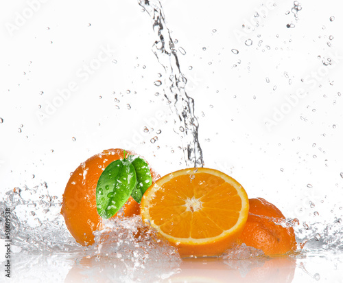 Spoed Foto op Canvas Opspattend water Oranges with splashing water