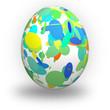 Uovo di pasqua con cerchi verdi colorati su fondo bianco