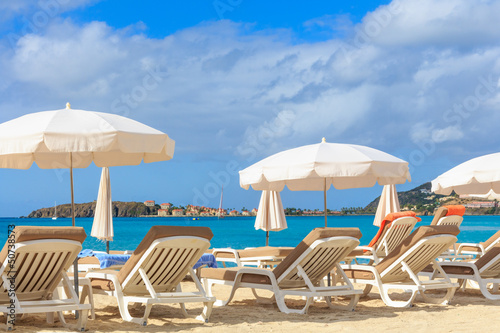 In de dag Egypte Beach chairs and parasols on a beach in a tropical paradise