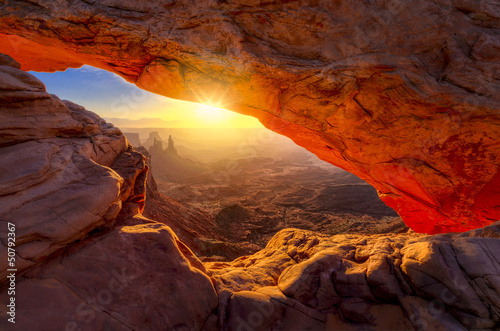 Deurstickers Zonsondergang Mesa Arch at Sunrise