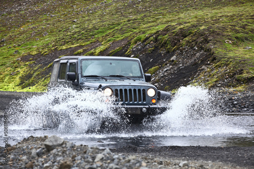 Poster  jeep wrangler in the river