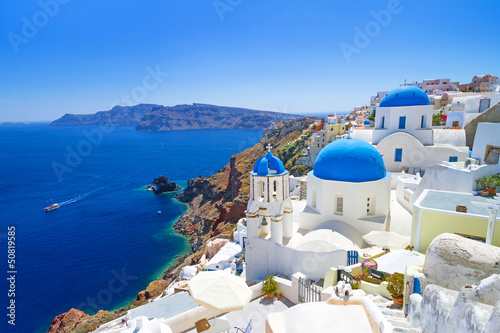 Staande foto Blauwe hemel White architecture of Oia village on Santorini island, Greece