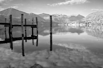 Panel Szklany Czarno-Biały Orta lake sight B&W image