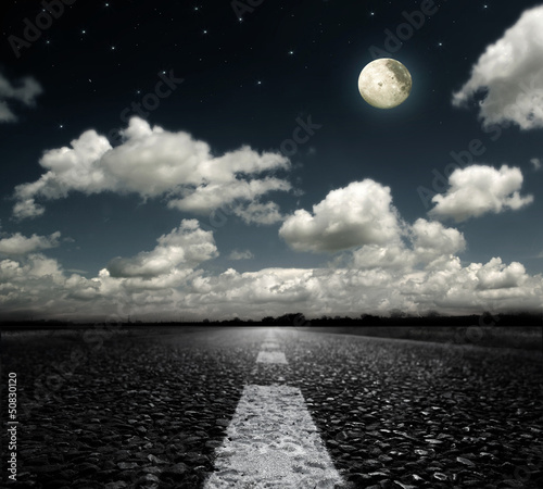 Poster Pleine lune asphalted road clouds and moon