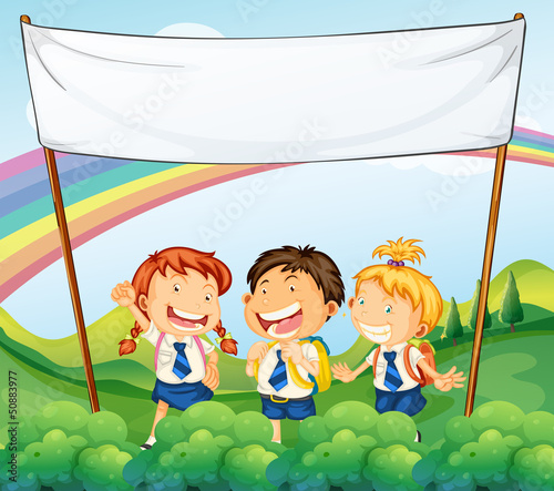 In de dag Regenboog An empty banner above the three young students