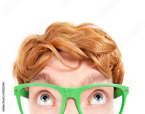 Fotografía  Funny nerdy guy looking up