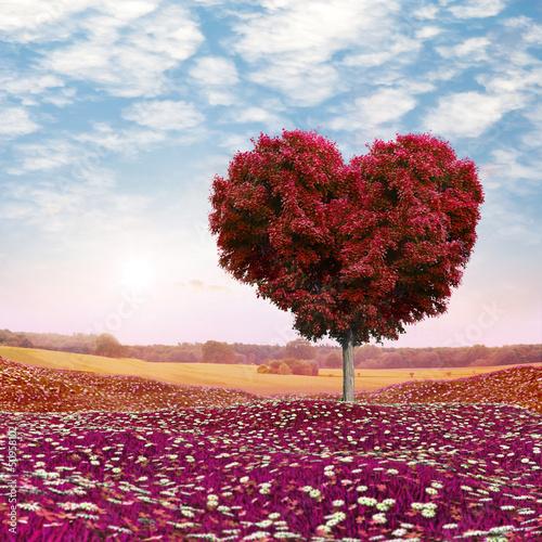 drzewo-w-ksztalcie-serca-czerwone-liscie-walentynki
