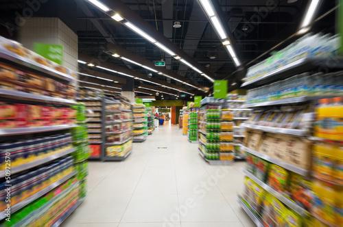 Fotografía  Empty supermarket aisle