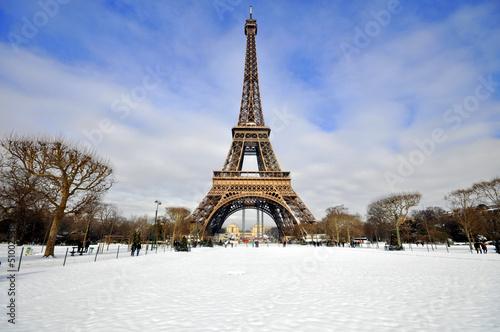 Papiers peints Paris Eiffel Tower in the snow