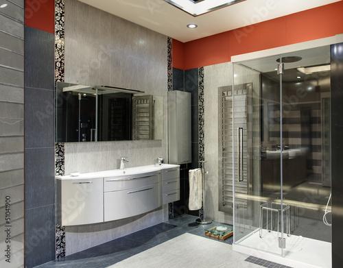 Bagno lussuoso grigio e arancione con doccia grande u kaufen sie