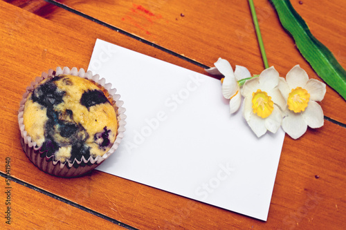 Narcissus Cupcake with a note