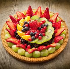Fototapeta Do piekarni torta con frutta fresca