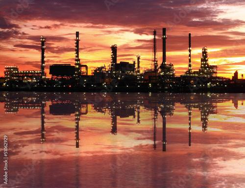 Ingelijste posters Centraal Europa Oil refinery at twilight