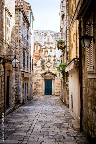 Deurstickers Smal steegje Narrow Street inside Dubrovnik Old Town