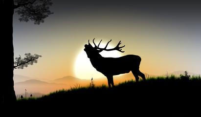 Panel Szklany Podświetlanedie Silhouette eines großen Hirsch im Wald vor Bergpanorama mit untergehender Sonne