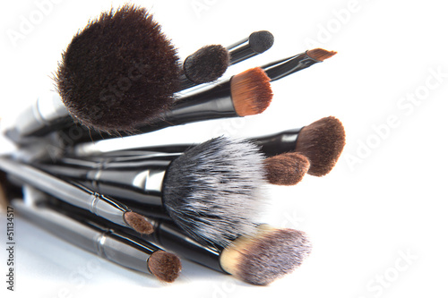 Fotografía  Makeup brushes on a white background