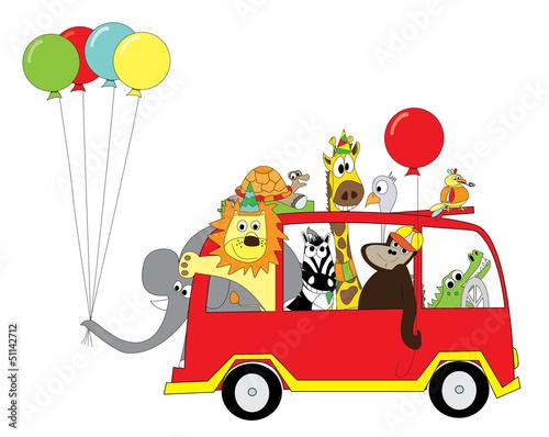 szczesliwi-zwierzeta-z-balonami-na-autobusie