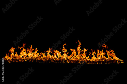 In de dag Vuur Blazing flames on black background