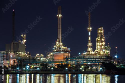 Staande foto Industrial geb. Oil refinery industrial plant at night