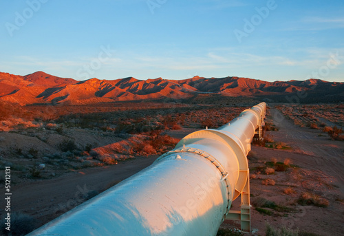 Fototapeta Pipeline in the Mojave Desert, California. obraz