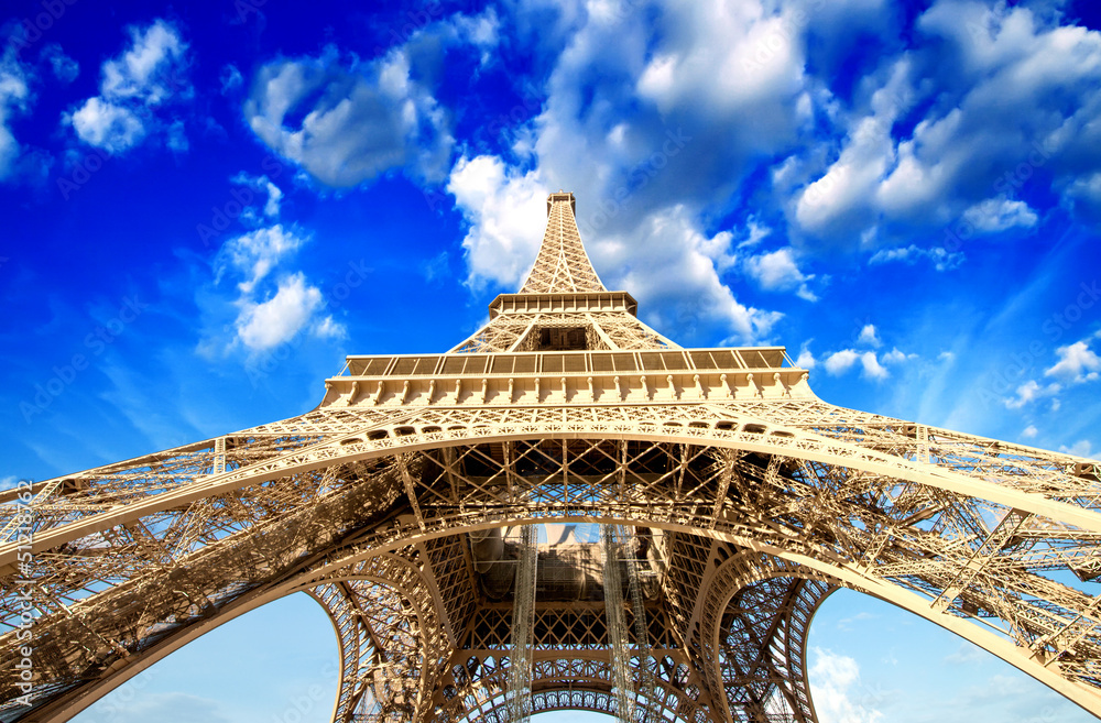 Fototapeta Paris. Powerful structure of Magnificent Eiffel Tower at sunset