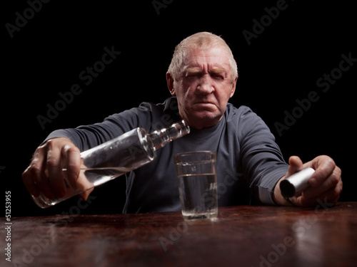 Láminas  portrait of alcoholic senior man