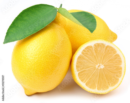 Fotografia Lemons with leaves.