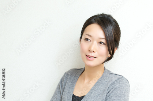 Fotografia  Beautiful asian woman relaxing on white background