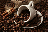 Fototapeta Kawa jest smaczna - Cup with coffee beans, close up